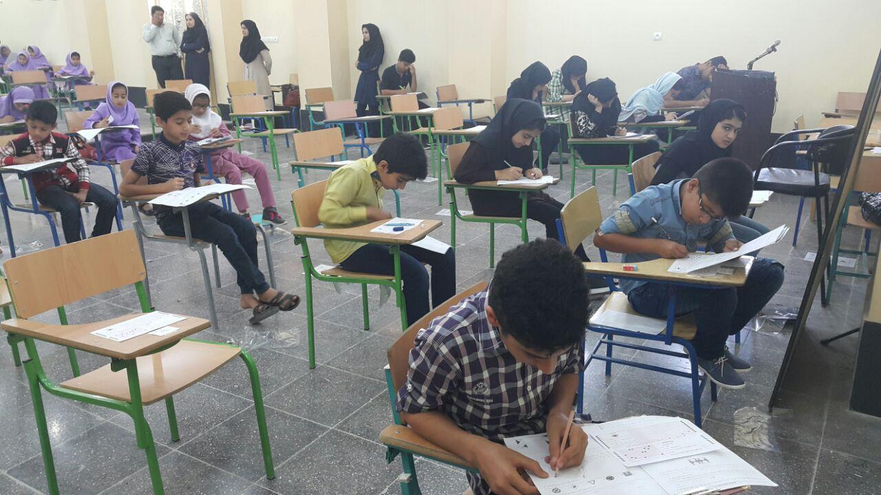 هشتمین دوره مسابقات بین اللمللی ریاضیات کانگورو همزمان با ۶۰ کشور دنیا در بستک برگزار شد
