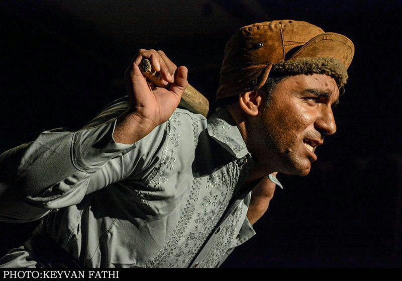 گروه هنری فانوس بستک جوایز جشنواره تئاتر لارستان را درو کرد