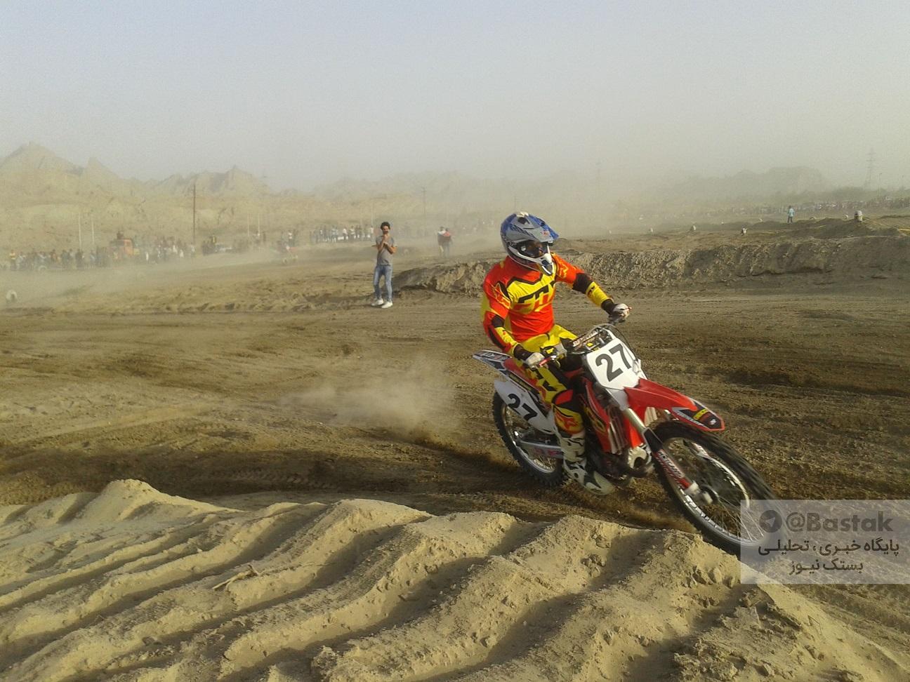درخشش موتورسواران جناح در مسابقات قهرمانی موتور کراس هرمزگان+عکس
