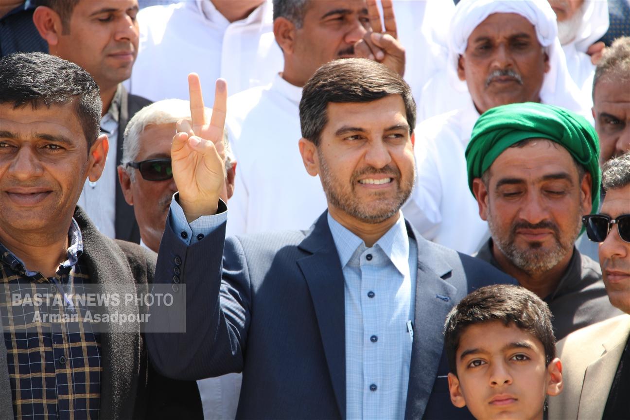 ناصر شریفی با حضور در فرمانداری بندرلنگه در دهمین دوره انتخابات مجلس شورای اسلامی ثبت نام کرد+عکس