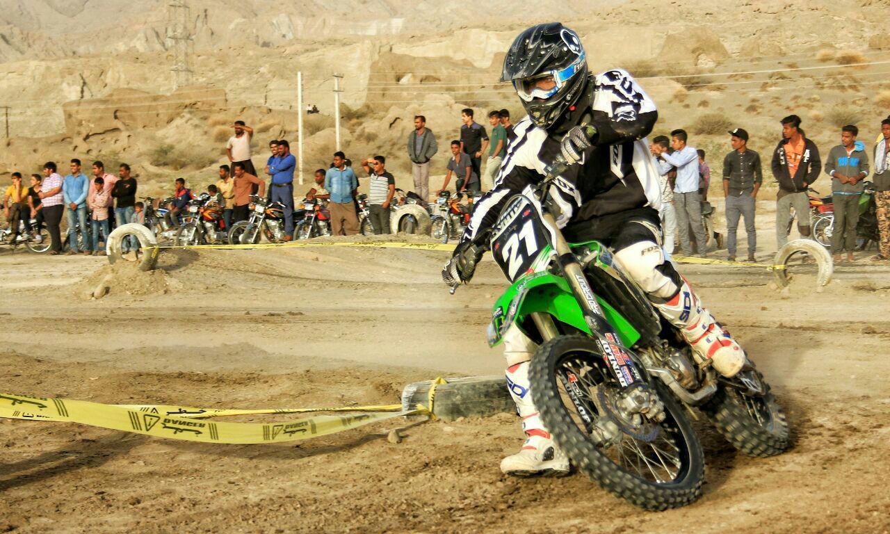 درخشش موتور سواران جناحی در مسابقات موتور کراس گراش