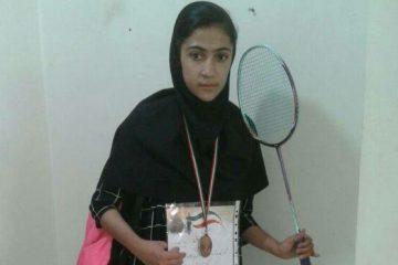 آیدا کهن بدمینتون باز جناحی مقام سوم مسابقات بدمینتون استان فارس را کسب کرد