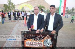 تقدیر از خدمات مهندس محمدسعید دستپاک شهردار شهر خور در اختتامیه فستیوال رده های پایه فوتبال شهر خور+تصاویر