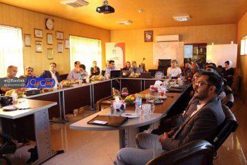 حضور نمایندگان صنعت مرغداری شهرستان بستک در سمینار علمی تخصصی بهبود وضعیت پرورش و کیفیت تولید مرغ گوشتی در لاهیجان