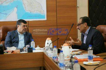 نشست صمیمی اکبر توانایان رئیس ستاد دکتر روحانی در شهرستان بستک با استاندار هرمزگان