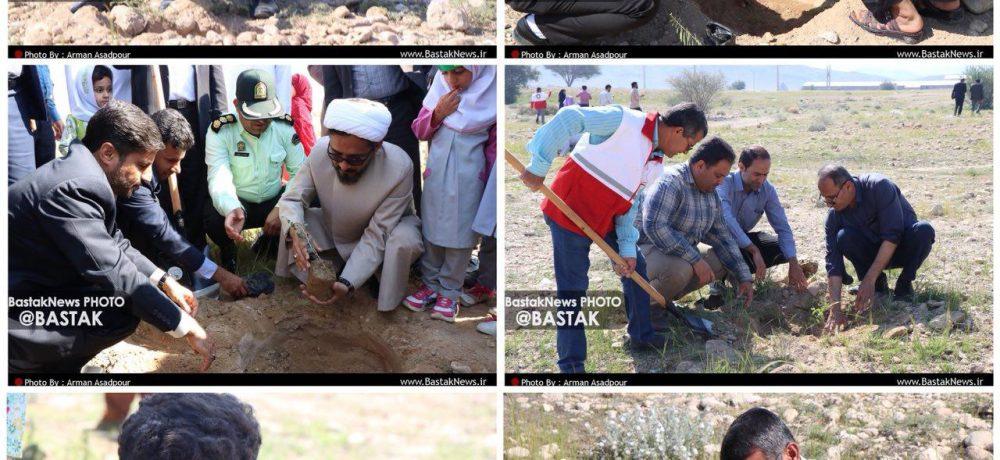 مراسم روز درختکاری در بستک همزمان با سراسر کشور برگزار شد