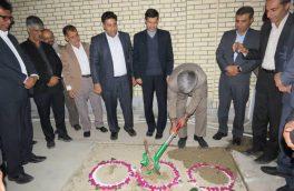 کلنگ سالن چند منظوره و توسعه چهار کلاسه دبیرستان دخترانه روستای فاریاب به زمین زده شد