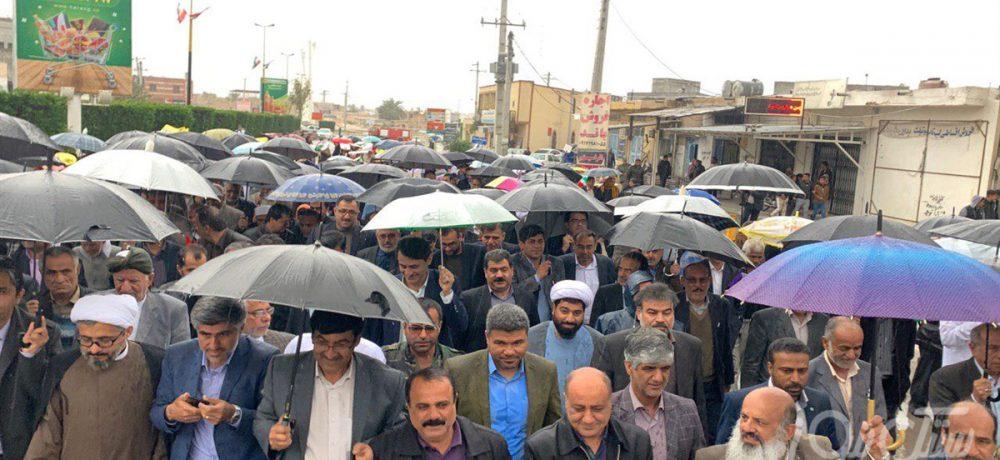 حضور پرشور زیر باران / مراسم راهپیمایی به مناسبت چهلمین سال پیروزی شکوهمند انقلاب اسلامی همزمان با سراسر کشور در بستک برگزار شد