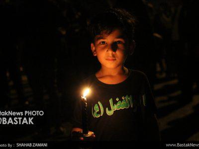 عزاداری شمع به دست عاشقان امام حسین (ع) در شب شام غریبان